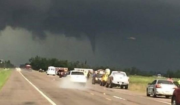 Tornado near Great Bend on May 18, 2017 | Courtesy KCTV