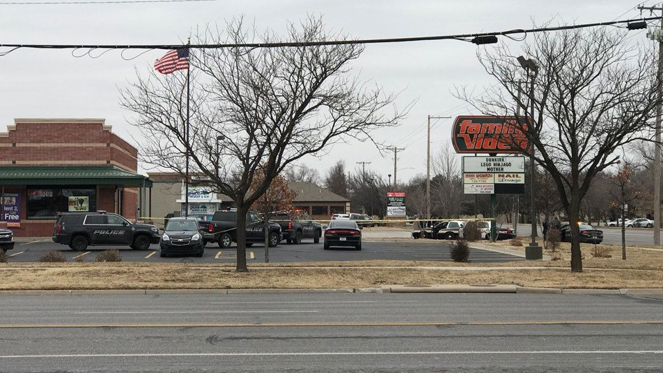 Police chase ends in parking lot of Family Video at Maple and Maize in west Wichita