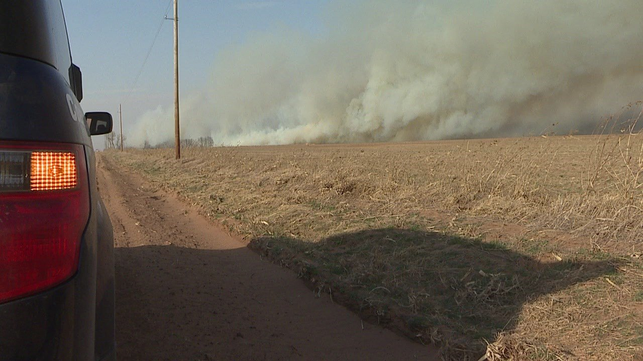 Grass fire, winds, dust close I-70 in Northwestern Kansas