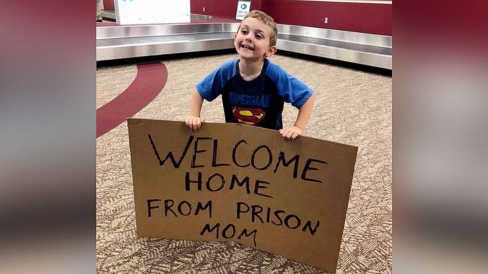 Mom met with 'Welcome Back from Prison' gag sign at airport