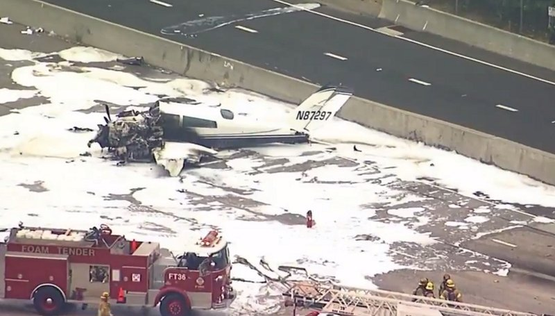 Small plane crashes on 405 Freeway in southern California