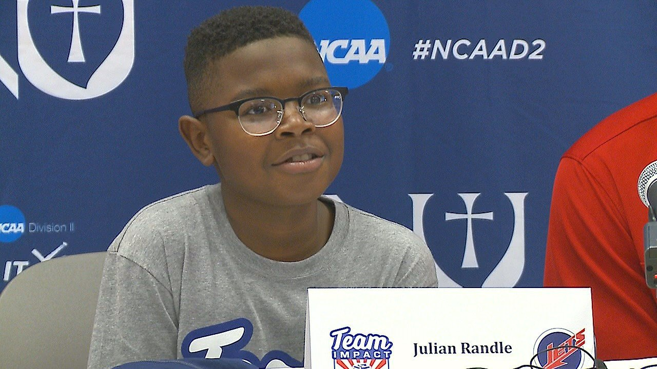 Julian Randle signs with Newman basketball team