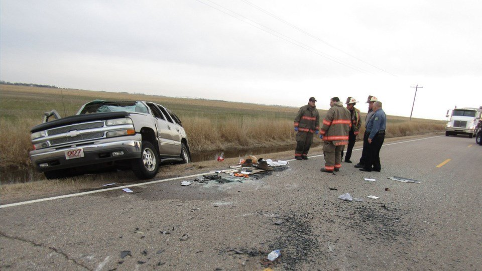 Man dies in rollover crash near Great Bend