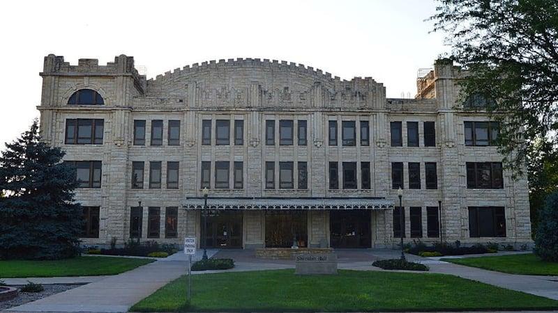 FHSU Sheridan Hall (commons.wikimedia.org)