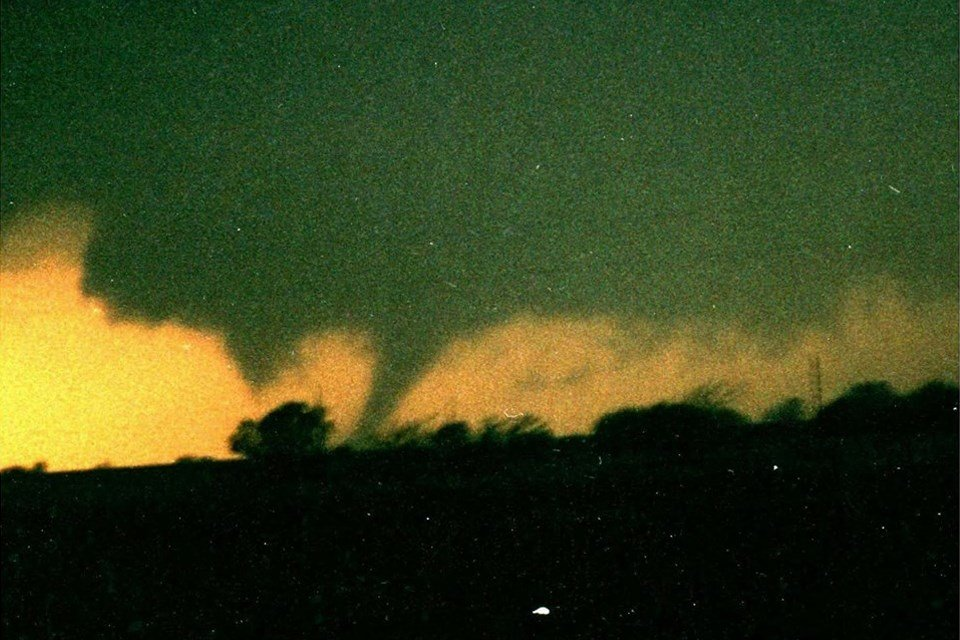 Picture of the tornado from near the Wellington exit on I-35 by Jeff House. (weather.gov)
