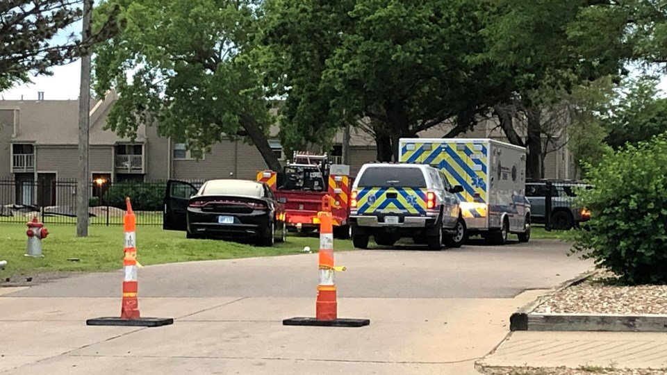 Police shoot, kill suspect who fired at officers at south Wichita apartment complex