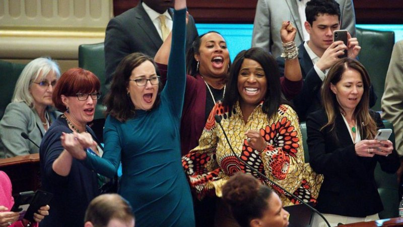 Illinois lawmakers celebrate after Illinois House approved a bill to legalize recreational marijuana at the State Capitol (Chicago Tribune/TNS via Getty Images)