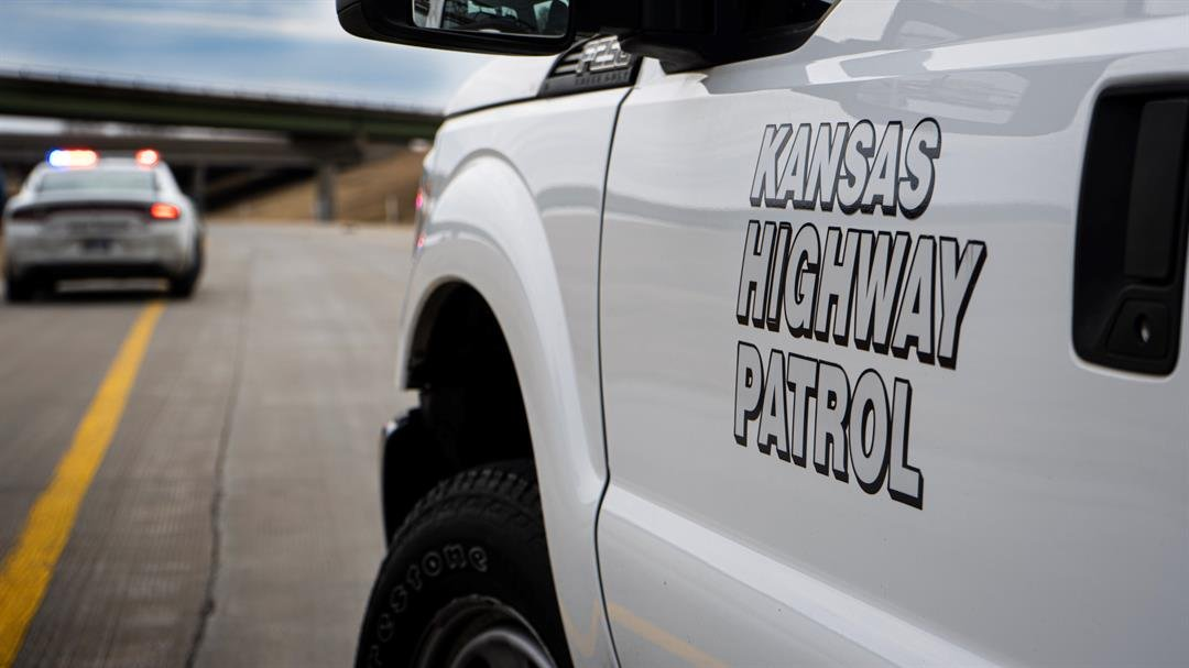 Teen dies after head-on collision in northeast Kansas