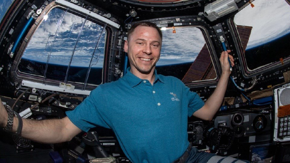 Kansas Astronaut returns safely to earth after 203 days in orbit