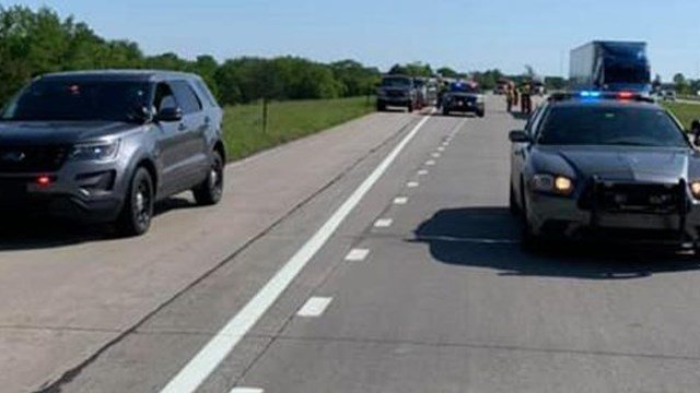 Mom, 2 children die in crash on I-35 in Kansas