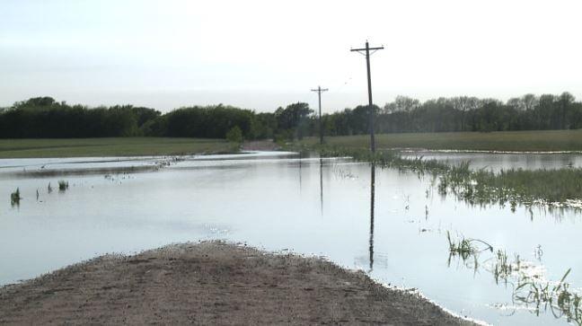 Flood waters force evacuation in Sumner County neighborhood