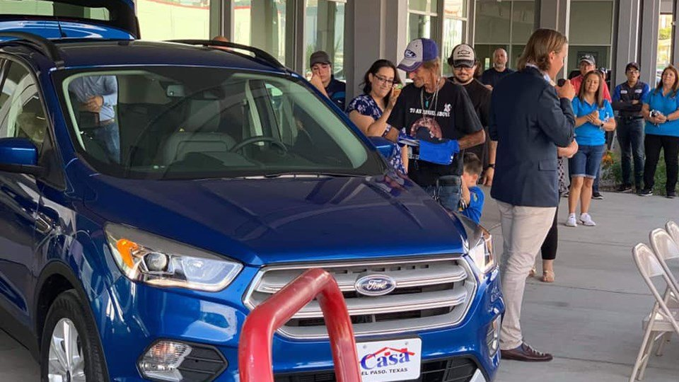 Casa Ford El Paso Tx >> Man Whose Wife Died In The El Paso Shooting Gets New Car After H