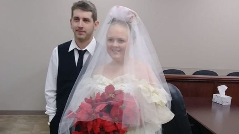 Married only minutes, Texas newlyweds killed in crash - KTEN